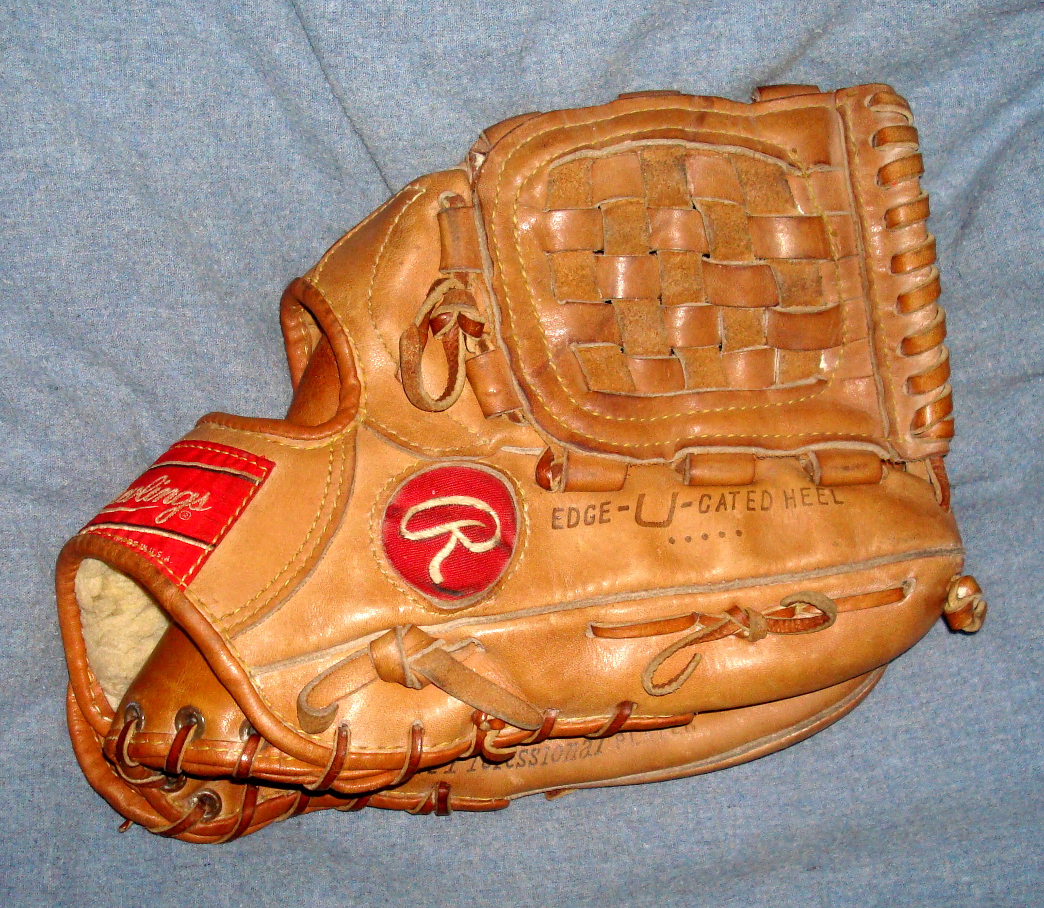 erotic-baseball-glove-dating-guide-tit