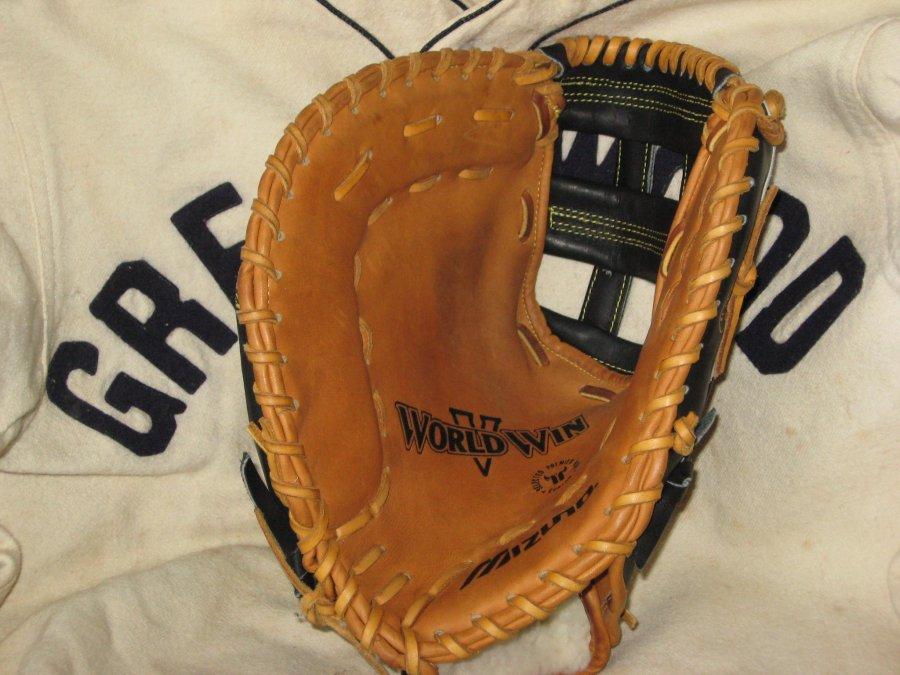 vintage baseball glove dating guide Vintage antique baseballs and vintage baseball memorabilia bought and  vintage baseballs vintage baseball bats  vintage baseball gloves vintage baseball jerseys.